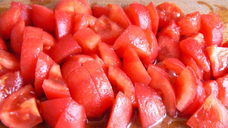 Łopatka w sosie z pomidorów i marchewki
