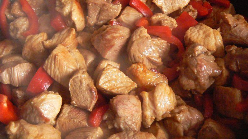Łopatka z papryką w sosie z dodatkiem curry