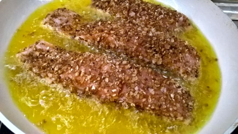 Łosoś w gryczanej panierce i wędzonej soli