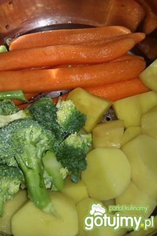 Łosoś z warzywami na parze