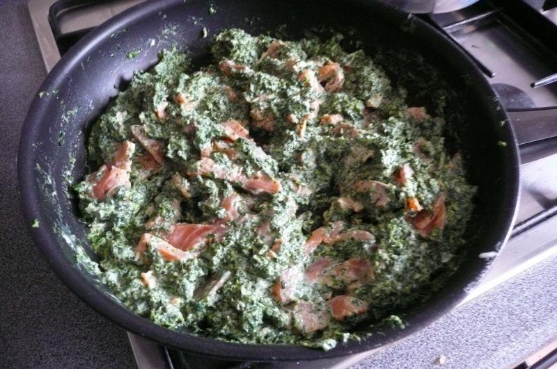 Łosoś ze szpinakiem i serem pleśniowym