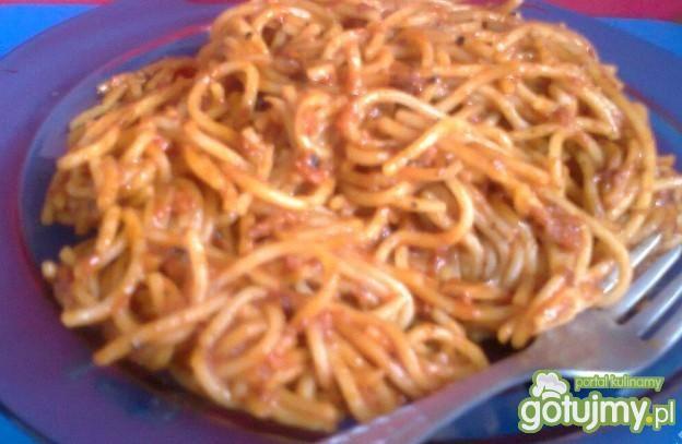 Makaron Spaghetti z sosem pomidorowym