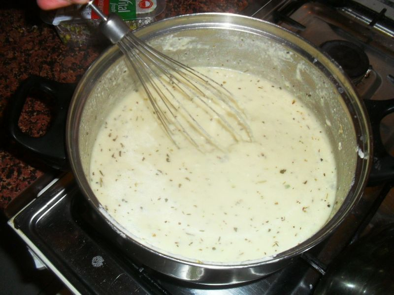 Makaron w sosie serowym
