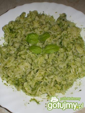 Makaron z aromatycznym ziołowym sosem