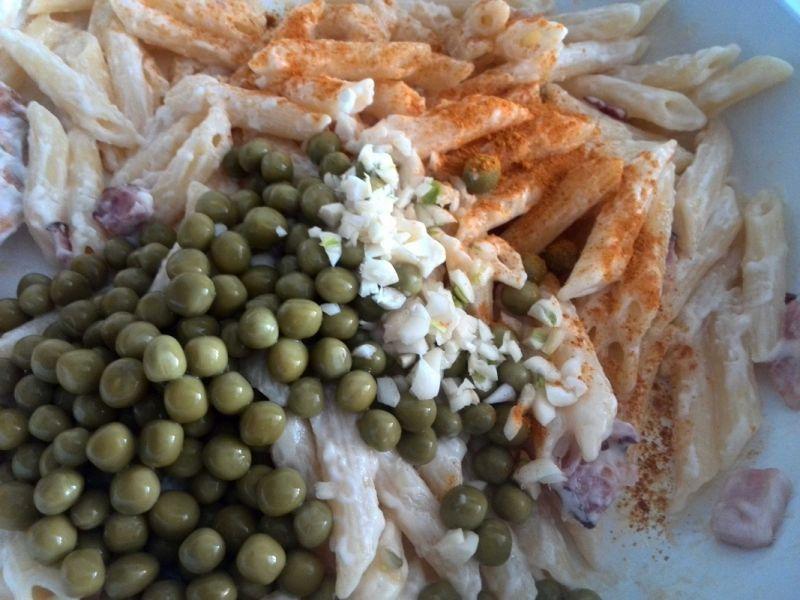 Makaron z groszkiem w sosie czosnkowym
