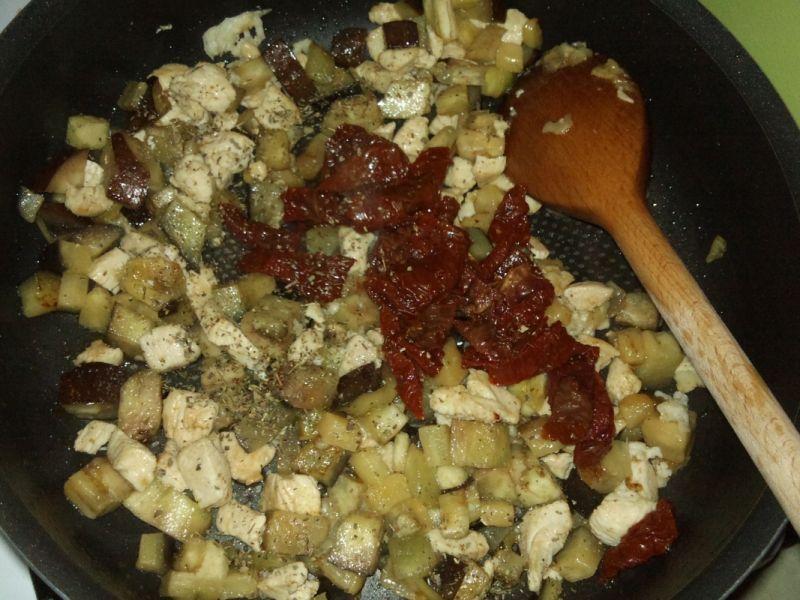 Makaron z kurczakiem i bakłażanem