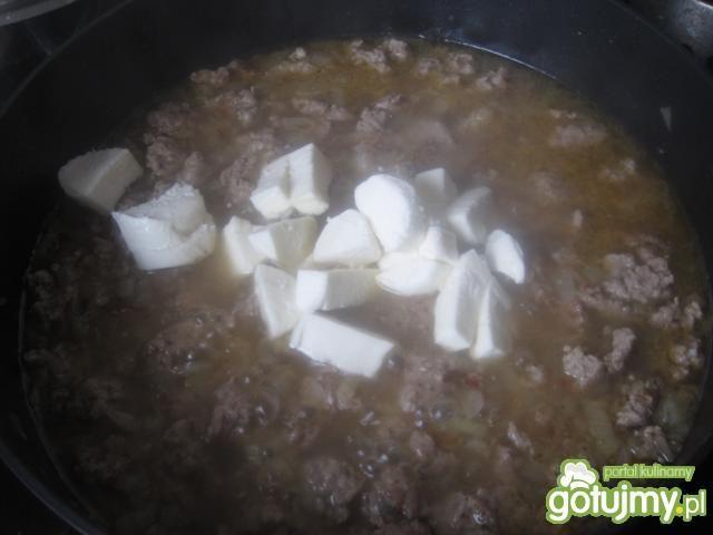 Makaron z sosem serowym i tymiankiem