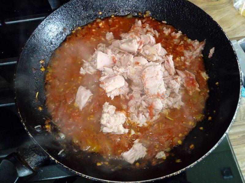 Makaron z tuńczykiem z puszki