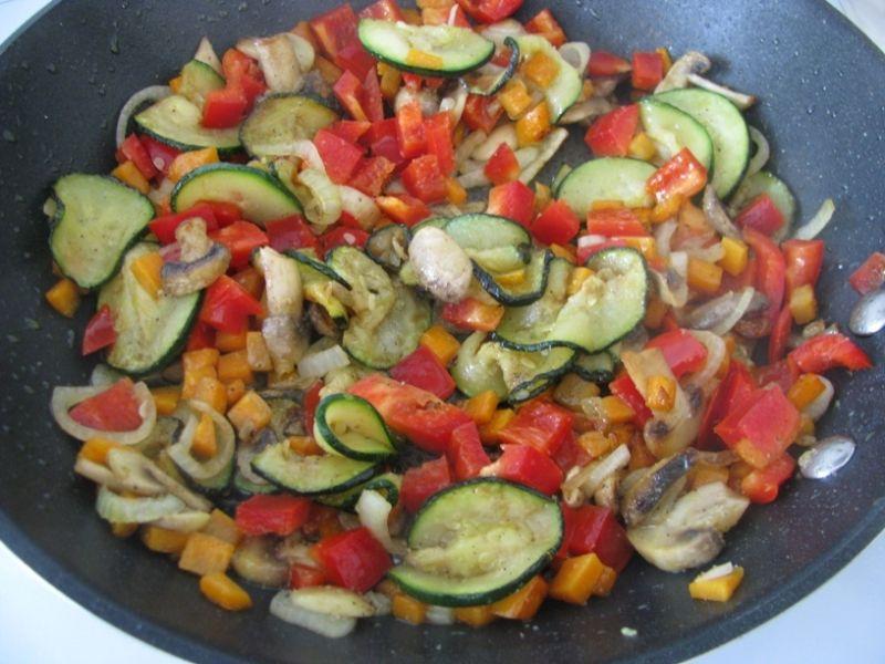 Makaron ze smażonymi warzywami