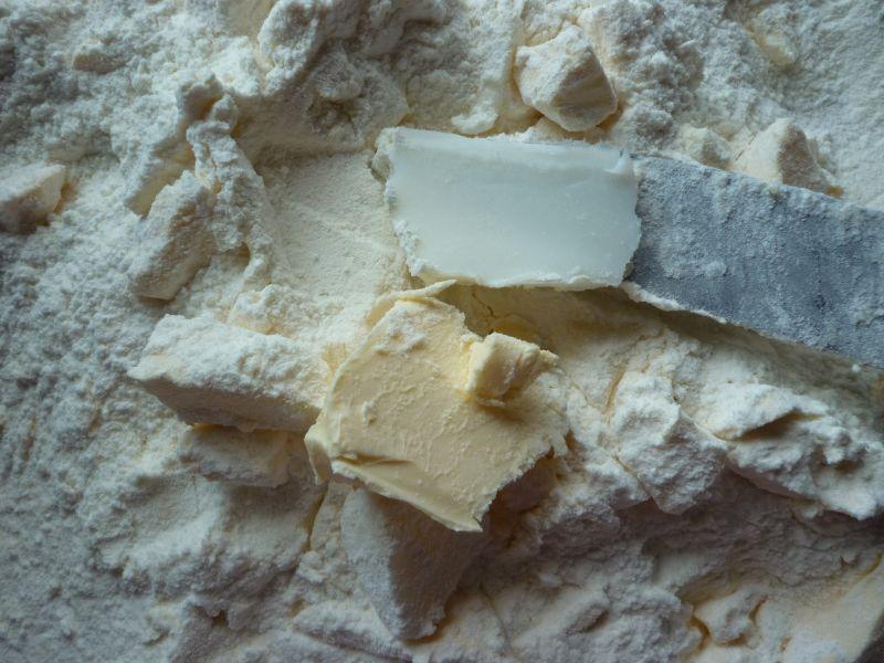 Makowo-brzoskwiniowe ciasto z kruszonką