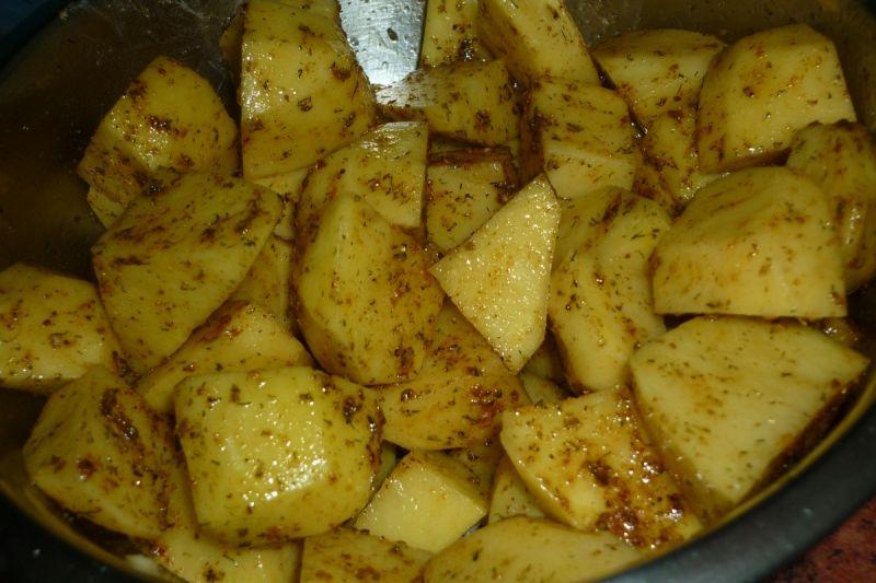 Marynowane udka w przyprawach pieczone z ziemniaka