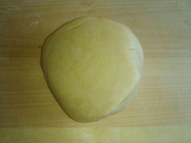 Mazurek kajmakowy z pomarańczową skórką