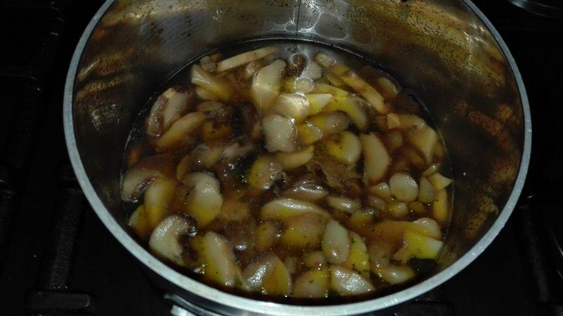 Medaliony wieprzowe w sosie z grzybów shiitake