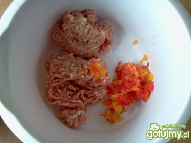 Mielone z sałatą,papryką oraz serem