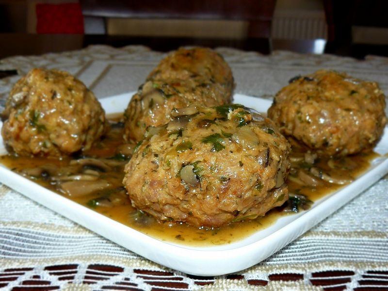Mięsna bombka z pieczarką w sosie pieczarkowym