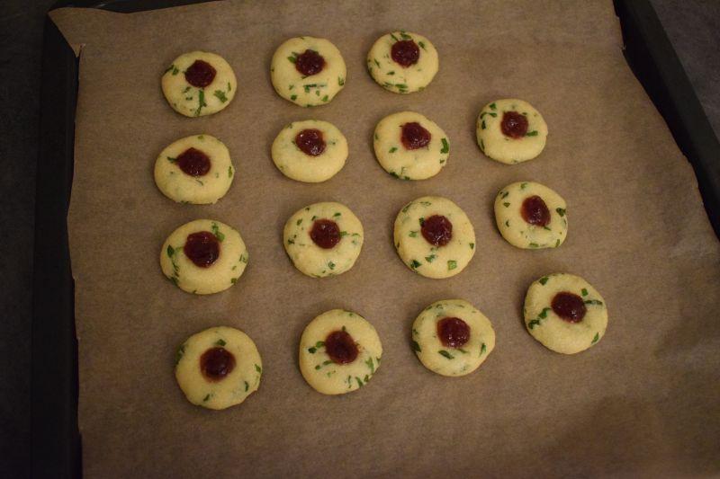 Miętowe ciasteczka z kaszą manną i marmoladą