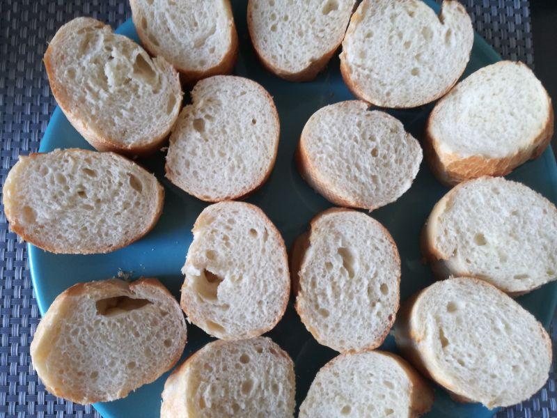 Mini kanapeczki z pastą z tuńczyka