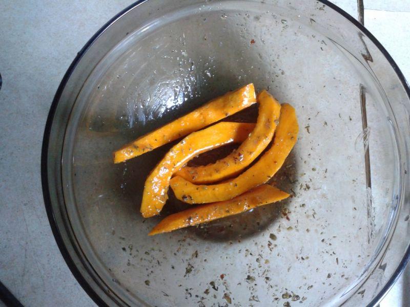 Mini roladki z grillowaną dynią i serem