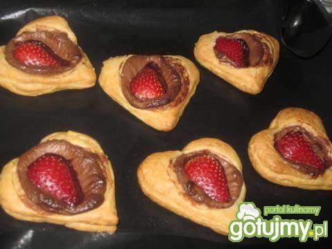 Mini tarty z nutellą i truskawkami