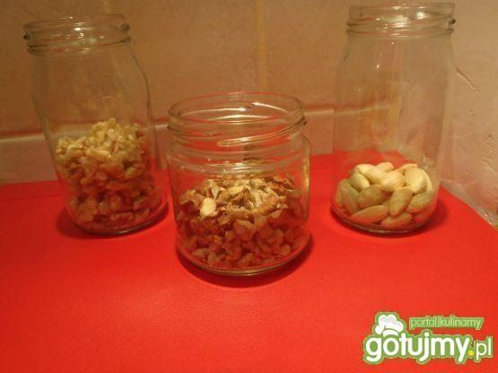 Miód z orzechami lub migdałami