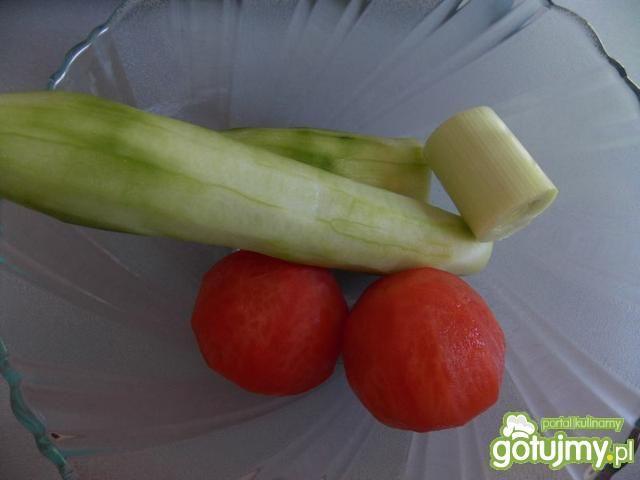 Mizeria z pomidorami