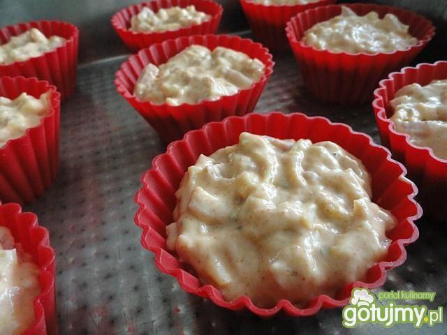 Muffinki cebulowo-serowe z wędlinką