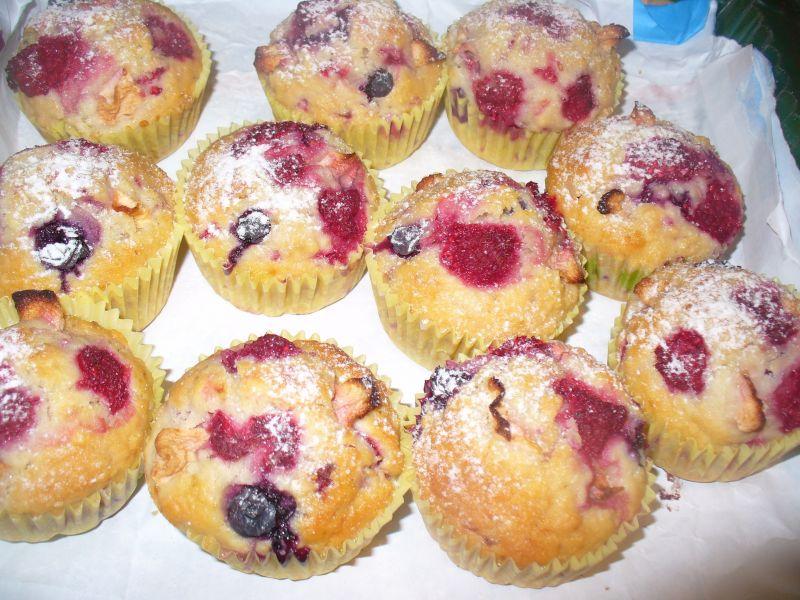 Muffinki z maliną i porzeczką czerwoną