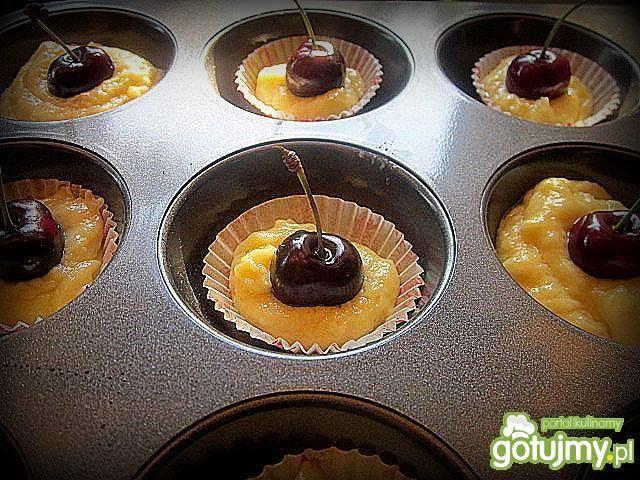 Muffinki z ricottą i czereśniami