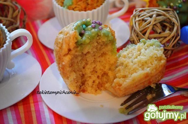 Muffiny na brzoskwiniowej maślance