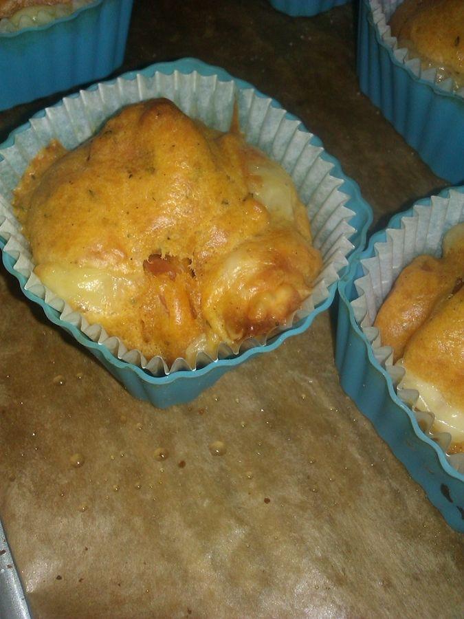 Muffiny z parówką i serem pomidorowe