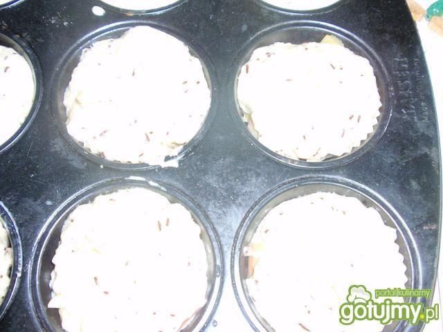 Mufinki z rabarbarem i migdałami