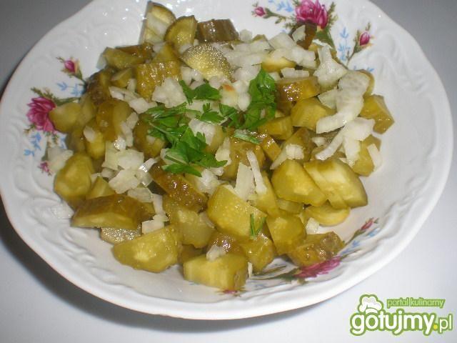 Najprostsza sałatka z ogórków kwaszonych