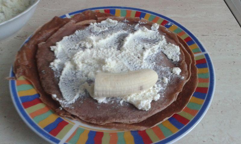 Naleśniki czekoladowe z serem i bananami