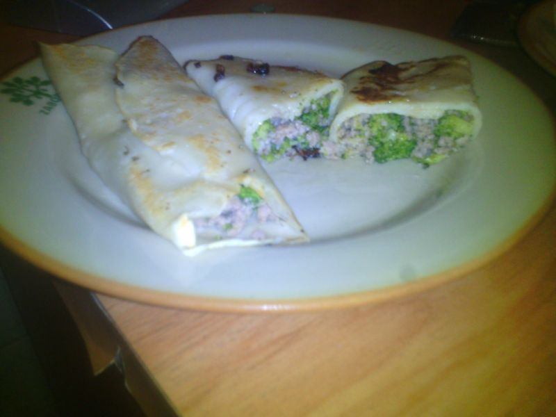 Nalesniki mięsno- brokułowe z sosami