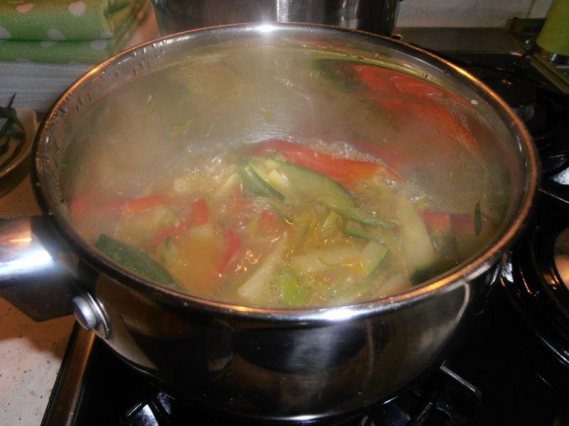 Naleśniki pod jarzynowym sosem