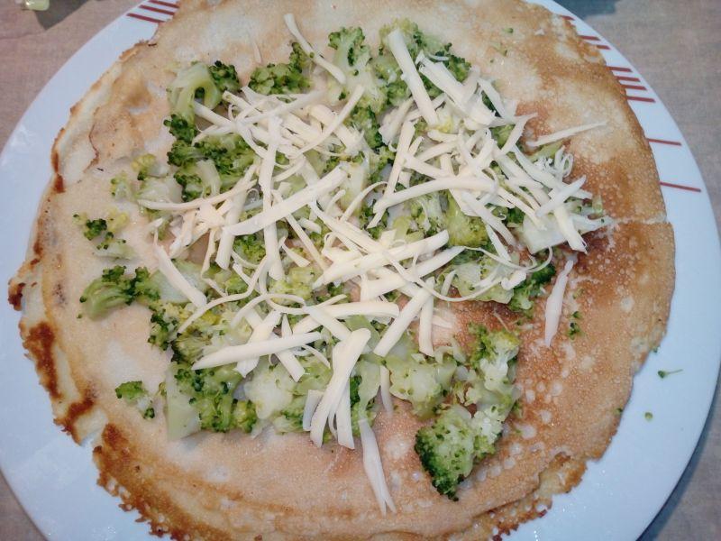 Naleśniki z brokułami i serem