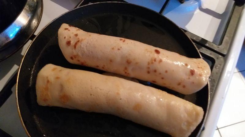 Naleśniki z parówkami,szynką i serem