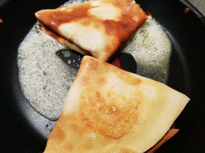 Naleśniki z serem i musem gruszkowym