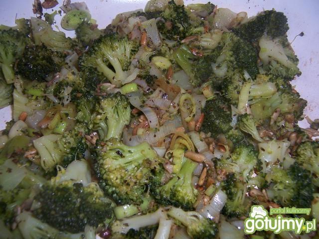 Naleśniki z warzywami i sosem jogurtowym