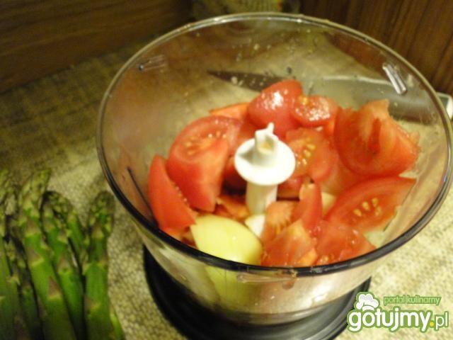 Naleśniki ze szparaga z sosem paprykowym