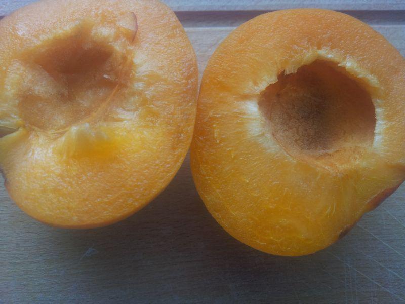 Napój z bananem mandarynką brzoskwinią i morelą