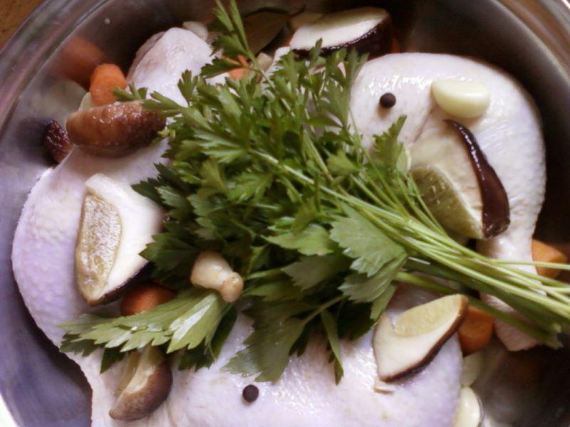 Nóżki z kurczaka w sosie grzybowym