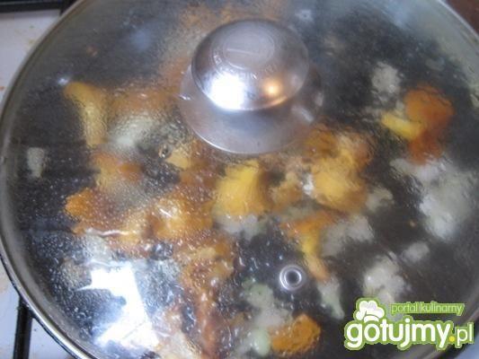 Omlet z marchewką i kurkami