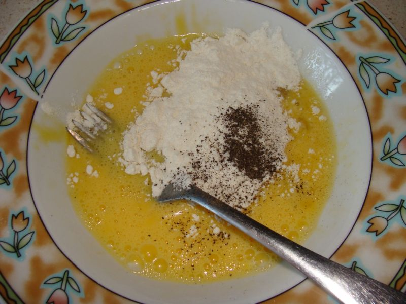 Omlet z rukolą i pieczarkami