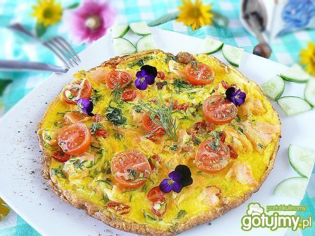 Omlet z warzywami i łososiem wędzonym
