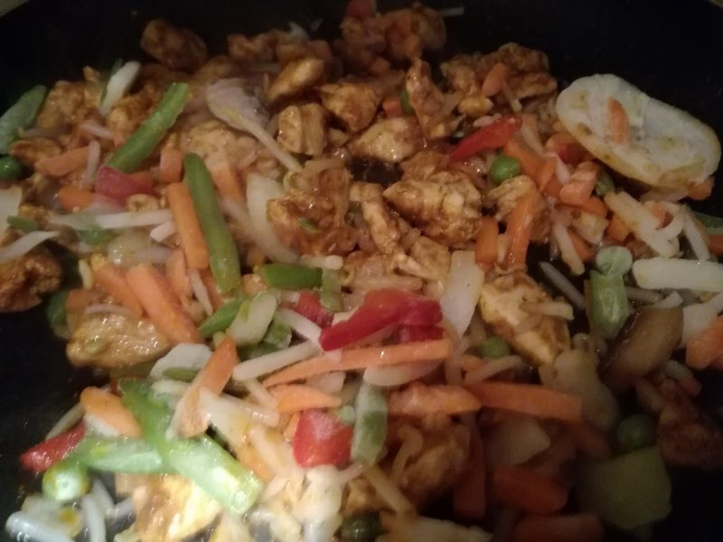 Orientalne curry z makaronem