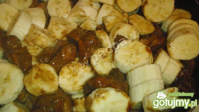 Orientalnie ostry kurczak w bananach