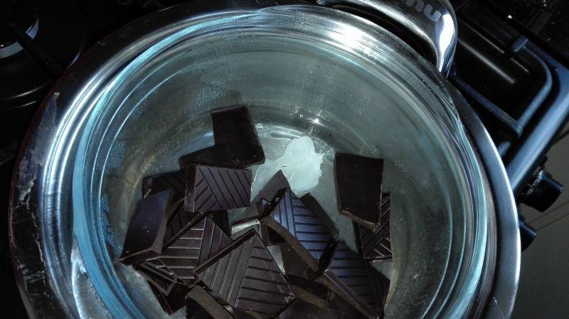 Orzechowy baton w czekoladzie