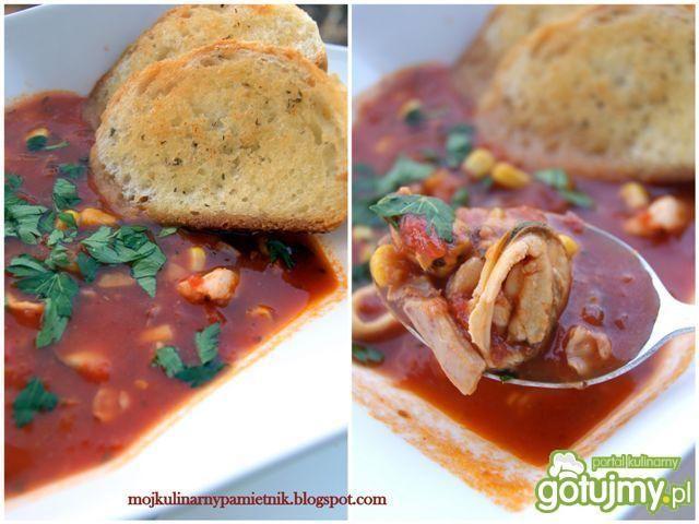Ostra pomidorowa zupa z owocami morza