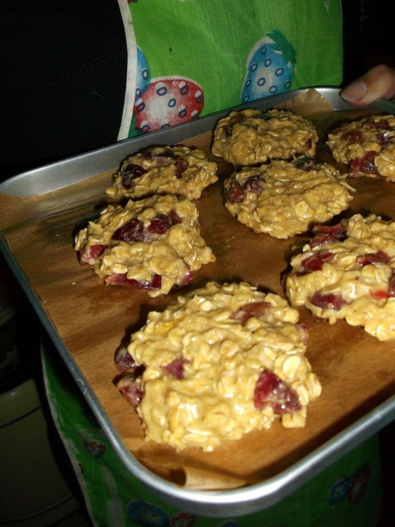 Owsiane ciasteczka z czereśniami i kokosem